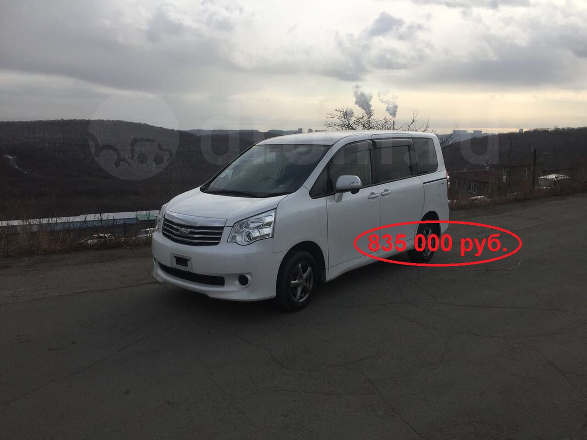 Toyota Noah, 2012 год